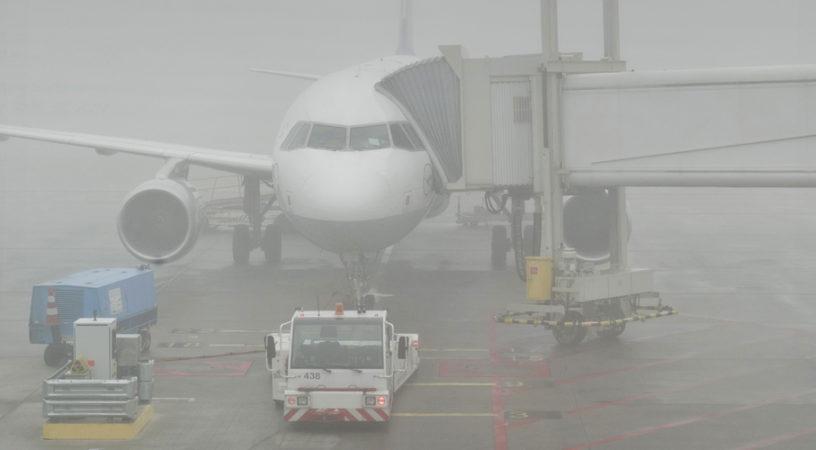 В краснодарском аэропорту сильный туман привел к задержке семи рейсов