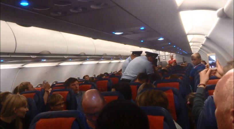 Пассажиры подрались в аэропорту из-за места в самолете